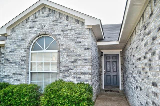 302 S Chestnut Street, Forney, TX 75126 (MLS #14405231) :: The Heyl Group at Keller Williams