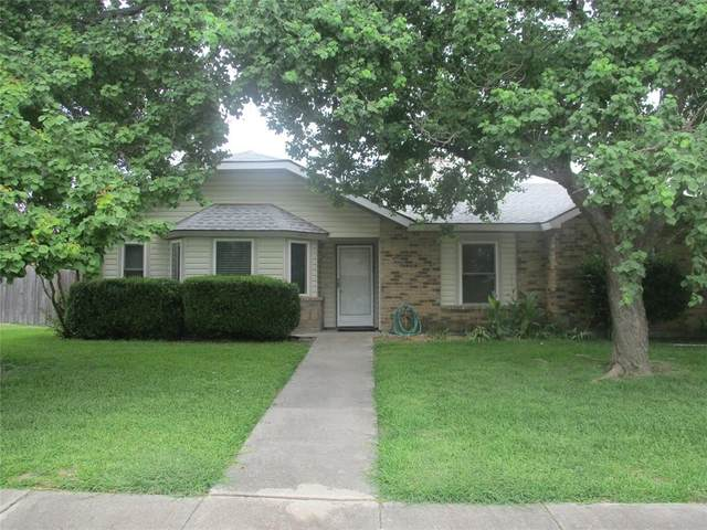 3613 Boxwood Drive, Grand Prairie, TX 75052 (MLS #14405885) :: RE/MAX Pinnacle Group REALTORS