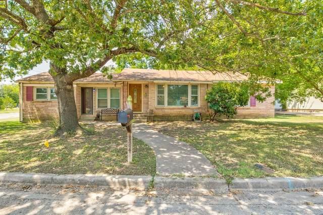 124 Circle Drive, Cleburne, TX 76033 (MLS #14406157) :: Maegan Brest   Keller Williams Realty