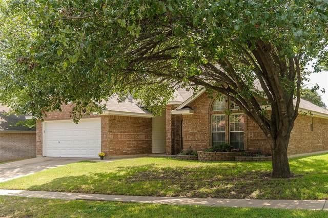 6214 Castle Creek Road, Arlington, TX 76017 (MLS #14408391) :: Trinity Premier Properties