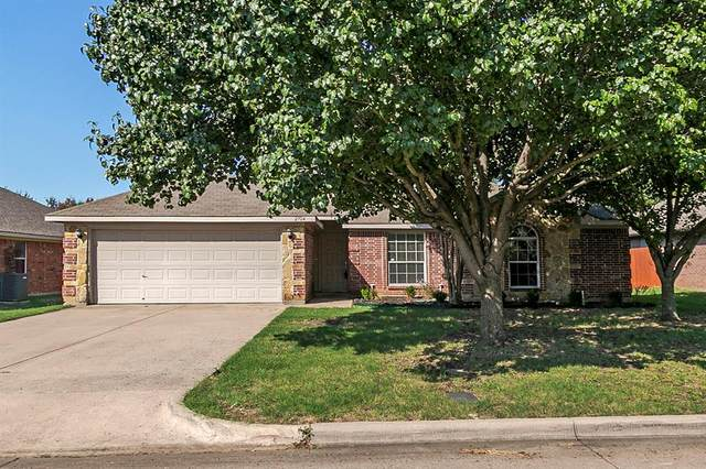 2704 Ferncrest Trail, Mansfield, TX 76063 (MLS #14408950) :: The Heyl Group at Keller Williams