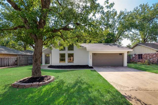 1800 Meadow Lane Terrace, Fort Worth, TX 76112 (MLS #14409005) :: The Mitchell Group