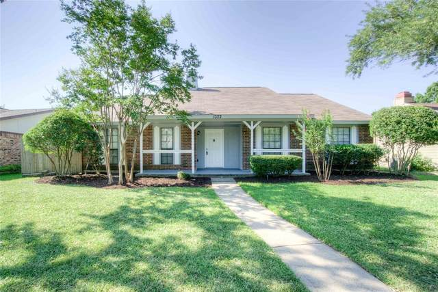 1322 Clearview Drive, Allen, TX 75002 (MLS #14409218) :: Tenesha Lusk Realty Group