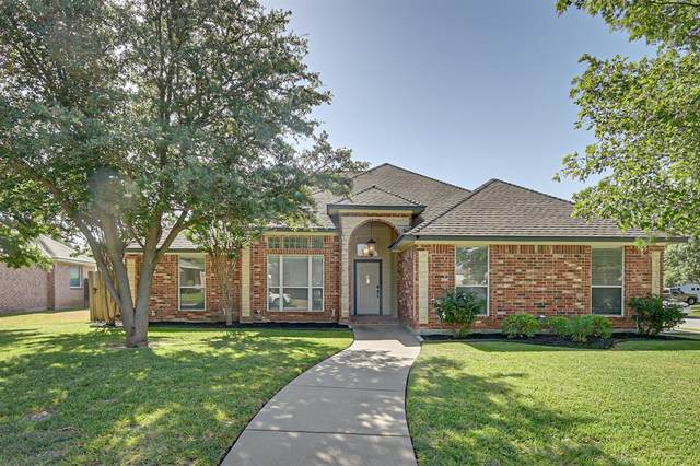 300 Shane Lane, Burleson, TX 76028 (MLS #14409634) :: The Juli Black Team