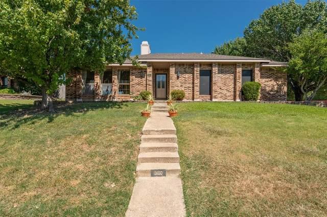 3100 Cambridgeshire Drive, Carrollton, TX 75007 (MLS #14409694) :: Tenesha Lusk Realty Group
