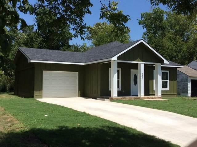 237 E Evans Avenue, Bonham, TX 75418 (MLS #14410245) :: The Heyl Group at Keller Williams