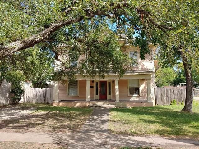 304 W Tyler Street, Ennis, TX 75119 (MLS #14410368) :: Team Tiller
