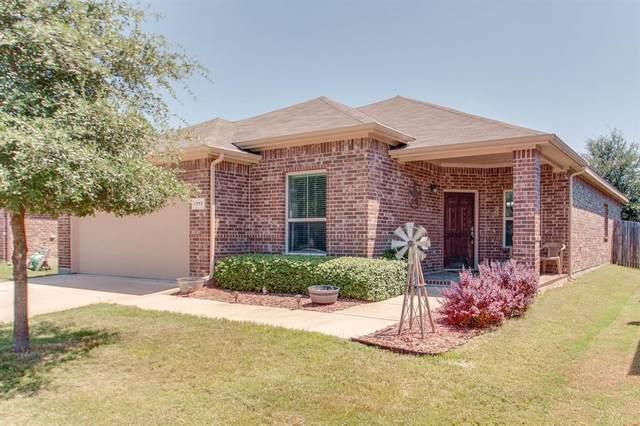 1113 Edgewater Drive, Azle, TX 76020 (MLS #14410795) :: Frankie Arthur Real Estate