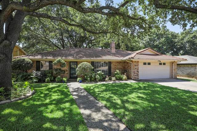2206 Shady Meadow Court, Arlington, TX 76013 (MLS #14411336) :: The Kimberly Davis Group