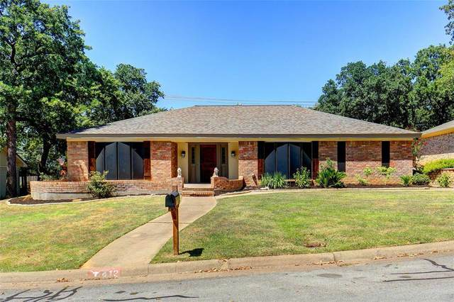 412 Cumberland Drive, Hurst, TX 76054 (MLS #14411339) :: The Heyl Group at Keller Williams