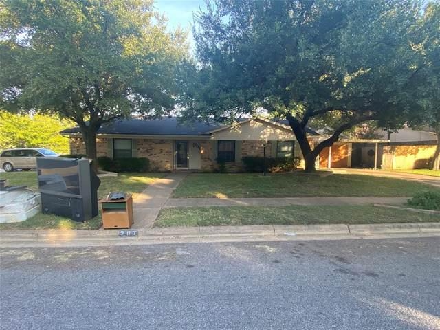 901 Willow Circle N, Burleson, TX 76028 (MLS #14412289) :: The Tierny Jordan Network