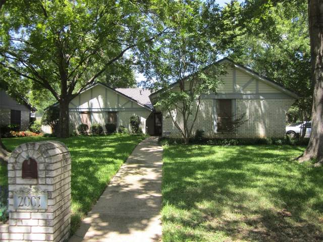 2001 Heather Way Drive, Arlington, TX 76012 (MLS #14412355) :: The Kimberly Davis Group