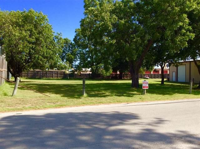 101 Pine Drive, Lewisville, TX 75057 (MLS #14412580) :: The Heyl Group at Keller Williams