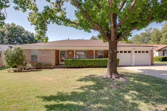 2112 Barton Drive, Arlington, TX 76010 (MLS #14412892) :: The Kimberly Davis Group