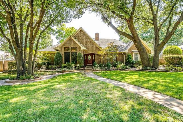 113 Cliffside Drive S, Burleson, TX 76028 (MLS #14418585) :: Maegan Brest | Keller Williams Realty