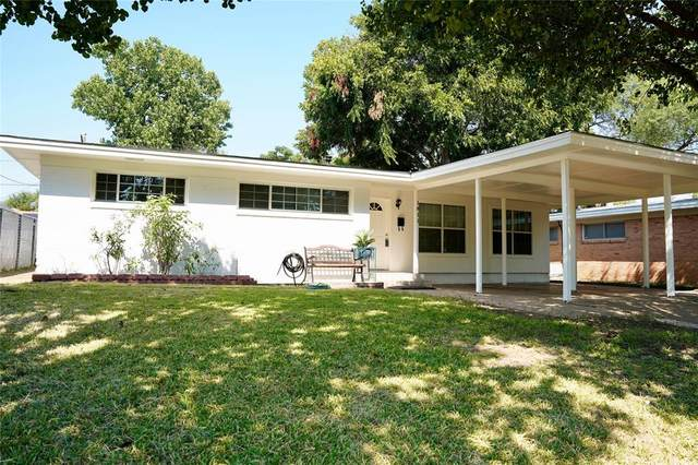 1811 John Smith Drive, Irving, TX 75061 (MLS #14419009) :: The Kimberly Davis Group