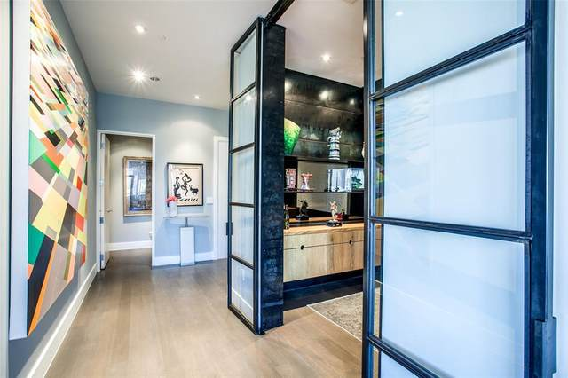 2200 Victory Avenue #1404, Dallas, TX 75219 (MLS #14419586) :: The Mitchell Group