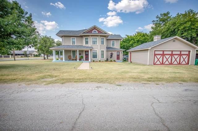 104 E Park Street, Henrietta, TX 76365 (MLS #14420766) :: Frankie Arthur Real Estate