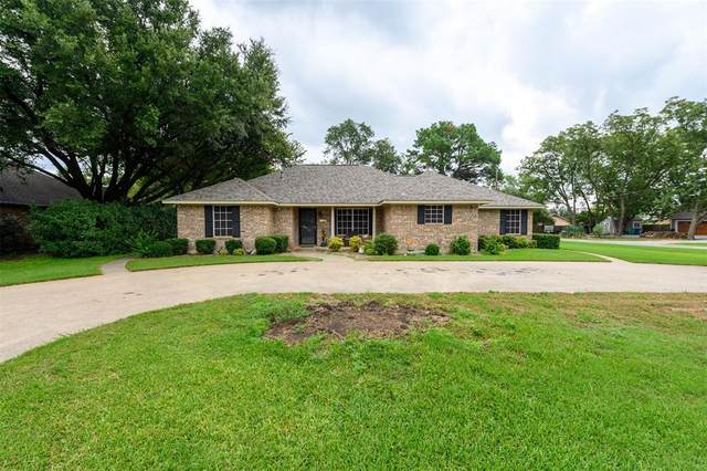 417 S College Street, Pilot Point, TX 76258 (MLS #14422230) :: Justin Bassett Realty