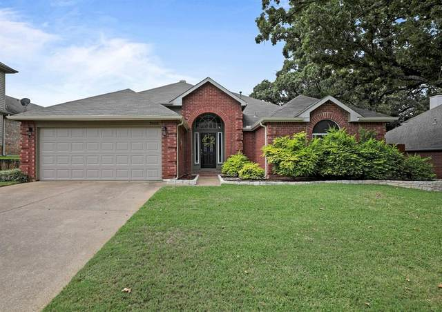 7905 Whispering Woods Lane, North Richland Hills, TX 76182 (MLS #14424841) :: Frankie Arthur Real Estate