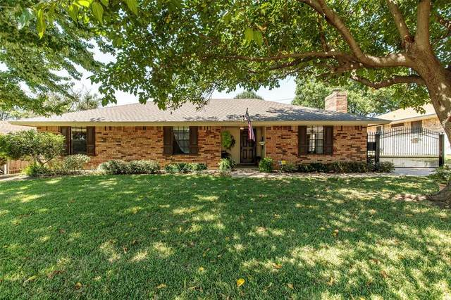 305 Pebblestone Drive, Benbrook, TX 76126 (MLS #14427027) :: The Paula Jones Team | RE/MAX of Abilene