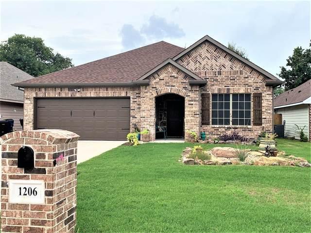1206 Amsden Circle, Denison, TX 75020 (MLS #14430340) :: Frankie Arthur Real Estate