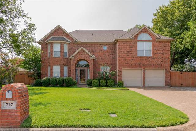 717 Crystal Lane, Hurst, TX 76054 (MLS #14431446) :: The Chad Smith Team