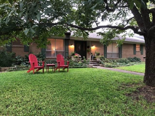11111 Shortmeadow Drive, Dallas, TX 75218 (MLS #14431784) :: Frankie Arthur Real Estate