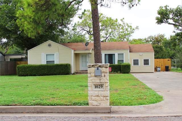 1029 Lydick Lane, River Oaks, TX 76114 (MLS #14432105) :: HergGroup Dallas-Fort Worth
