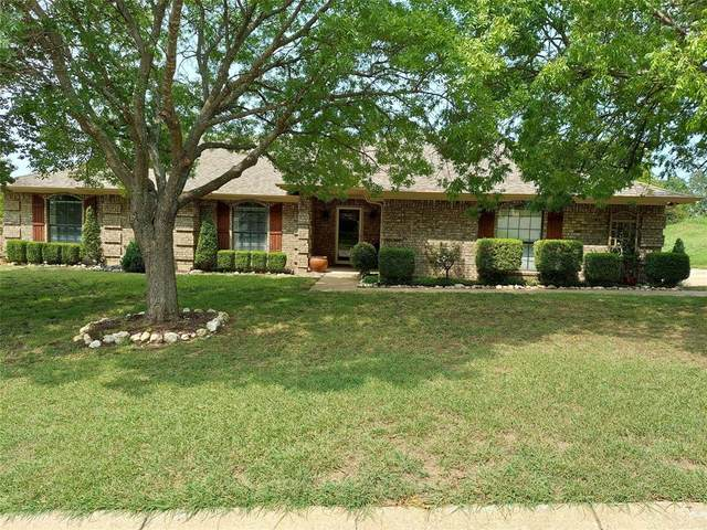 8821 Glen Hollow Drive, Fort Worth, TX 76179 (MLS #14432300) :: Potts Realty Group