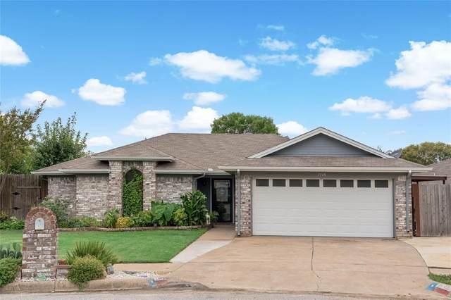 7749 Crestview Court, Watauga, TX 76148 (MLS #14432549) :: Justin Bassett Realty
