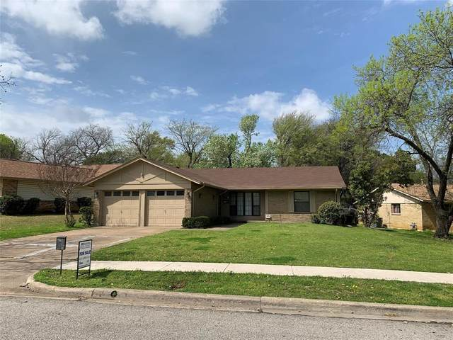 2421 Timberlake Drive, Irving, TX 75062 (MLS #14433186) :: Frankie Arthur Real Estate