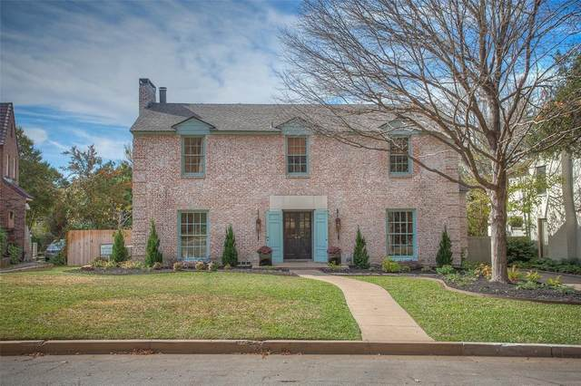 2215 Ward Parkway, Fort Worth, TX 76110 (#14433571) :: Homes By Lainie Real Estate Group