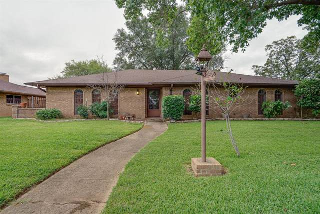 1132 Grove Drive, Lewisville, TX 75077 (MLS #14434802) :: The Mitchell Group