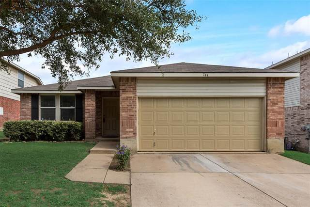 744 Tuscany Trail, Fort Worth, TX 76179 (MLS #14436727) :: Frankie Arthur Real Estate