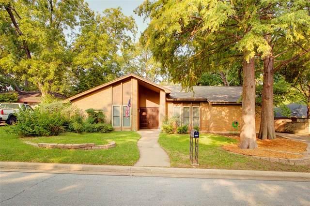 2202 Shady View Court, Arlington, TX 76013 (MLS #14437345) :: Trinity Premier Properties