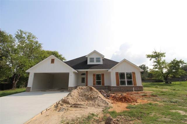 302 Perryman Road, Lindale, TX 75771 (MLS #14437656) :: The Kimberly Davis Group