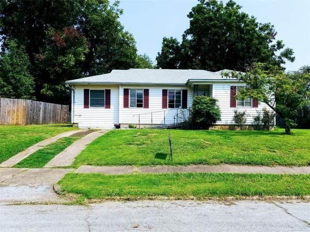 822 Manor Street, Grand Prairie, TX 75050 (MLS #14438785) :: The Heyl Group at Keller Williams