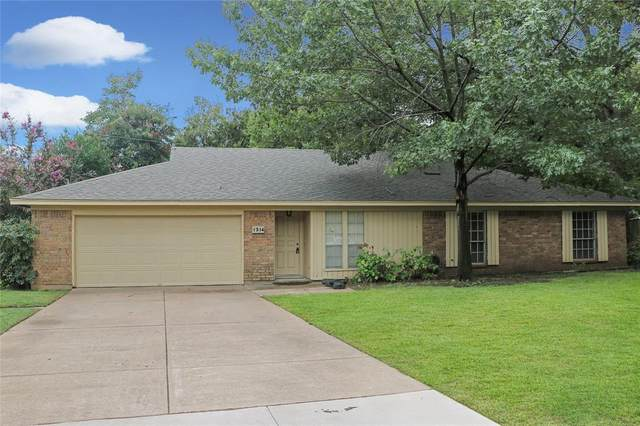 1314 Ashbury Drive, Arlington, TX 76015 (MLS #14439203) :: The Heyl Group at Keller Williams