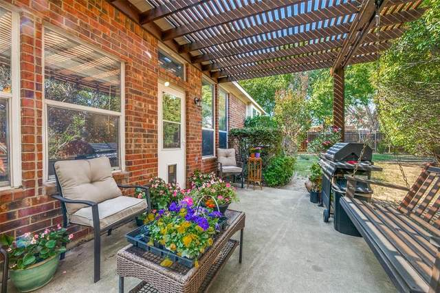 901 Slaughter Lane, Euless, TX 76040 (MLS #14439681) :: Real Estate By Design