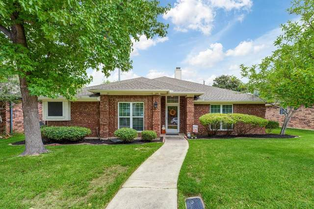 2061 Camelot Drive, Lewisville, TX 75067 (MLS #14439812) :: Real Estate By Design