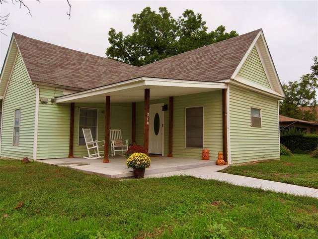 714 Kentucky Street, Graham, TX 76450 (MLS #14440031) :: The Kimberly Davis Group