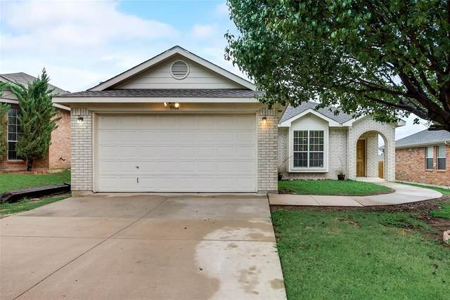 9904 Blue Bell Drive, Fort Worth, TX 76108 (MLS #14440383) :: Maegan Brest   Keller Williams Realty