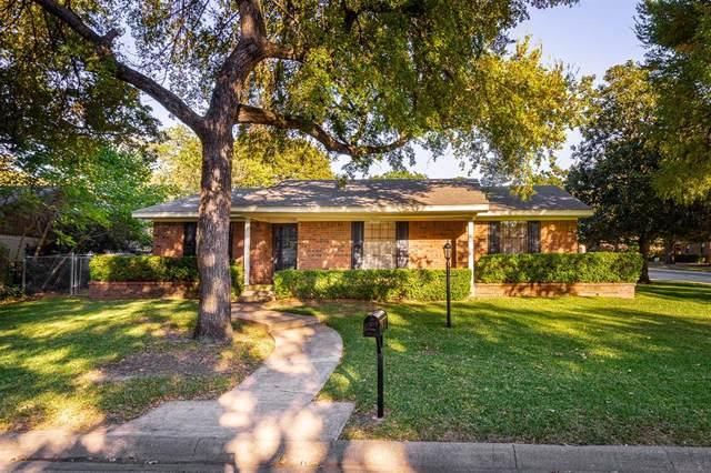2700 Cordova Circle, Denton, TX 76209 (MLS #14440550) :: The Mauelshagen Group