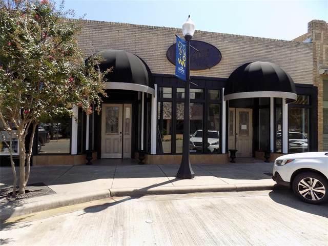 504 Center Avenue, Brownwood, TX 76801 (MLS #14440583) :: Team Tiller