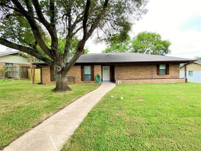 421 Riverwood Drive, Desoto, TX 75115 (MLS #14440961) :: Maegan Brest | Keller Williams Realty