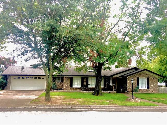 1104 Sessions Street, Bowie, TX 76230 (MLS #14441503) :: The Paula Jones Team | RE/MAX of Abilene
