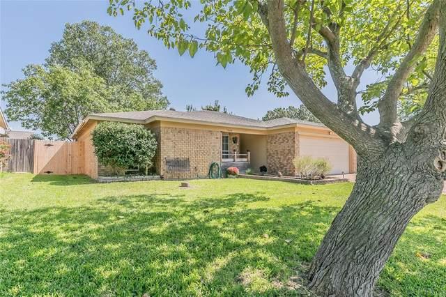 7604 Clover Lane, Watauga, TX 76148 (MLS #14441611) :: Real Estate By Design