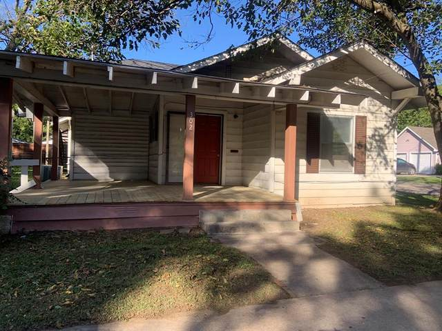 302 S Wood Street, Cleburne, TX 76033 (MLS #14443561) :: The Chad Smith Team