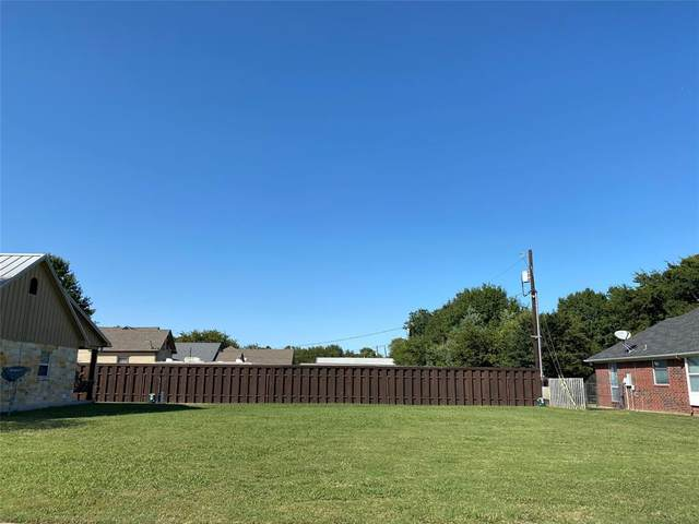 123 2nd Street, Lindsay, TX 76250 (MLS #14445494) :: The Chad Smith Team
